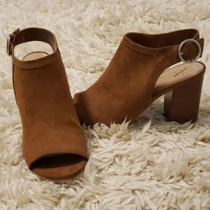 Mule chunky heel with strap